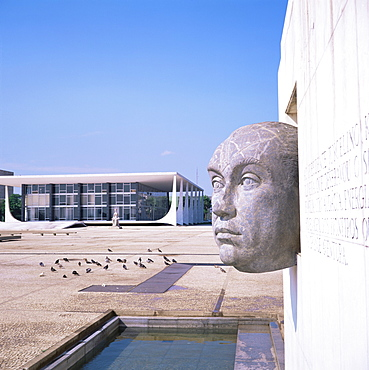 President Juscelino Kubitschek, with Supremo Tribunal Federal in the background, Brasilia, UNESCO World Heritage Site, Brazil, South America