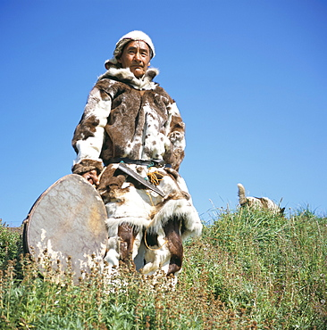 Eskimo in traditional clothing at Yanrakino village (population 150), Chukchi Peninsula, Russian Far East, Russia, Asia