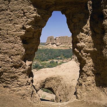 The 6th century AD Kiz Kala and Igit Kala Fortresses in Old Merv, UNESCO World Heritage Site, Turkmenia, Central Asia, Asia