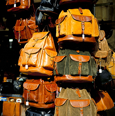 Leather bags for sale, San Lorenzo Market, Florence, Tuscany, Italy, Europe