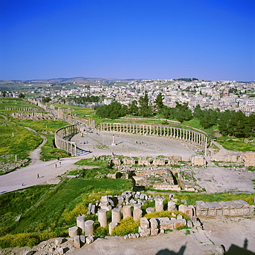 Oval forum of the Roman Decapolis city, Jerash, Jordan, Middle East