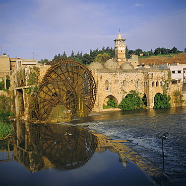 Mosque al Nuri and waterwhells on Orontes River, Hama, Syria, Middle East