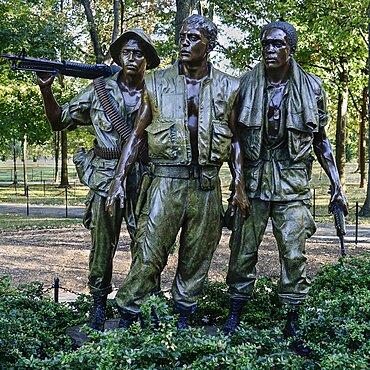 USA, Washington DC, National Mall, Vietnam Veterans Memorial, The Three Soldiers or Three Servicemen Statue.