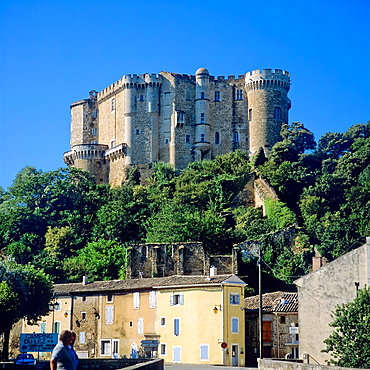 Village and castle 14th century 'Suze-la-Rousse', Provence, France