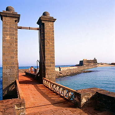Puente de las Bolas (bridge) and San Gabriel Castle, Arrecife, Lanzarote, Canary Islands, Spain