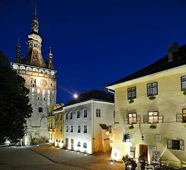 Clock Tower and Draculah building, old town, UNESCO World Heritage Site, Sighisoara, Transylvania, Romania, Europe