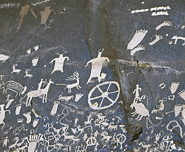 Native American petroglyphs on Newspaper Rock, Canyonlands National Park, Utah, USA