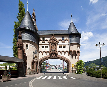 View on the Brueckentor bridge gate on the Mosel bridge, built 1899 by Bruno Moehring, quarter Trarbach, Mosel, district Bernkastel-Wittlich, Rhineland-Palatinate, Germany, Europe