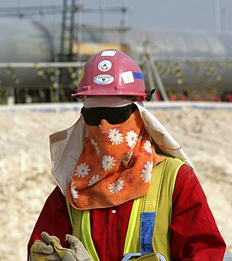 Worker on the construction site of Pearl GTL, Gas to Liquid, where the Shell company are constructing until 2010 the world-wide largest refinery for the production of liquid fuels from natural gas, Ras Laffan Industrial City, north of Doha, Qatar