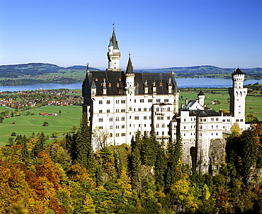 Neuschwanstein Castle in autumn, view from the East, view from Marienbruecke, Forggensee, Allgaeu, Bavaria, Germany