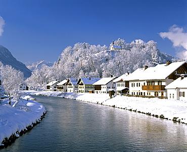 Eschenlohe on the Loisach River, wintertime, Loisach Valley, Wetterstein Range, Upper Bavaria, Germany, Europe