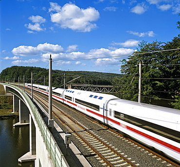 249 m or 817 ft-long Fuldatalbruecke Kragenhof (Fulda Valley Bridge Kragenhof), part of the ICE Hanover-to-Wuerzburg high-speed railway line near Kirchheim, Hesse, Germany, Europe