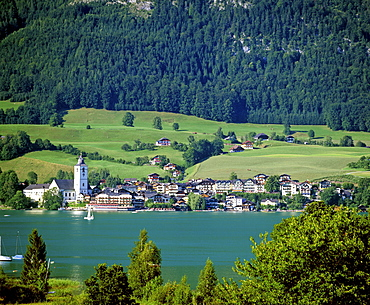 Panoramic view, town of St. Wolfang am Wolfgangsee, Salzkammergut area, Upper Austria, Austria, Europe