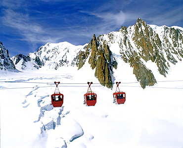 Gondola lift going from Mt. Aiguille du Midi to Point Helbonner, view of Turin Cabin, Mont Blanc, Vallee Blanche, glacial crevasses, Savoy Alps, France, Europe