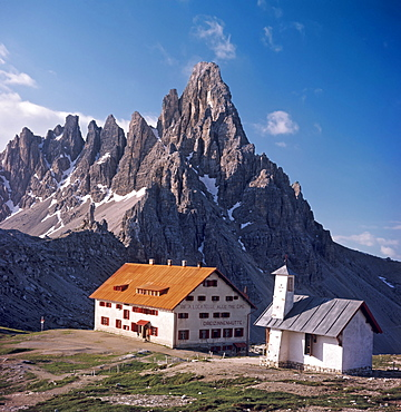 Tre Cime di Lavaredo cabin and north face of Mt. Paternkofel, Dolomites, Bolzano-Bozen (South Tirol), Italy, Europe