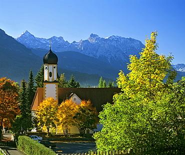 Wallgau, Pfarrkirche St. Jakob, St. Jacob's Parish Church, Karwendel Range, Upper Bavaria, Bavaria, Germany