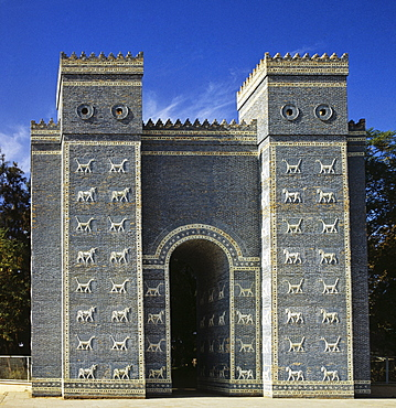 Ishtar Gate, Babylonian city gate, relief of lions, dragons and bulls, Babil Province, Iraq, Middle East