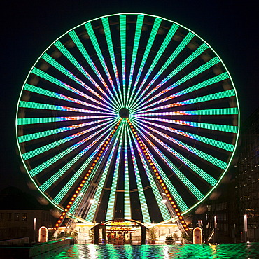Ferris wheel at the Christmas market, Essen, Ruhr area, North Rhine-Westphalia, Germany, Europe, PublicGround