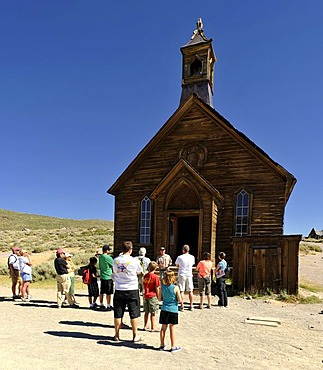 Ranger as a guide for tourists, Methodist Church, ghost town of Bodie, a former gold mining town, Bodie State Historic Park, California, United States of America, USA