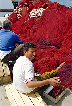Mending fishing nets, Agios Nikolas, Crete, Greek Islands, Greece, Europe