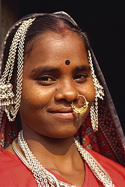Portrait of a young woman with nose ring, Dhariyawad, Rajasthan state, India, Asia