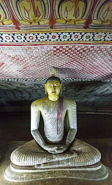 Sitting Buddha statue, Royal Rock Temple, Golden Temple of Dambulla, UNESCO World Heritage Site. Dambulla, Sri Lanka, Asia
