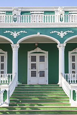 Colonial building on Plasa Horacio Hoyer, Pietermaai, Willemstad, Curacao, West Indies, Lesser Antilles, former Netherlands Antilles, Caribbean, Central America