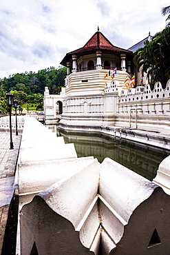 Temple of the Sacred Tooth Relic (Temple of the Tooth) (Sri Dalada Maligawa) in Kandy, Sri Lanka, Asia