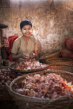 Hsipaw market, portrait of a woman peeling onions, Shan State, Myanmar (Burma), Asia