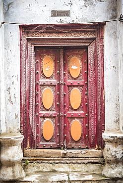 Ornate door, Lucknow, Uttar Pradesh, India, Asia