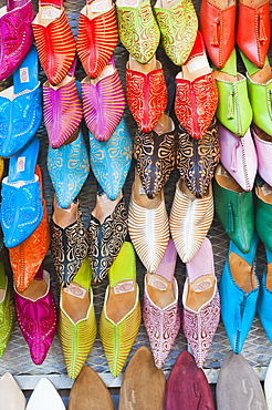 Colourful babouche for sale in thesouks in the old Medina, Place Djemaa El Fna, Marrakech, Morocco, North Africa, Africa