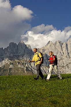 Hikers with hiking poles in the mountains, Wilder Kaiser, Tyrol, Austria, Europe