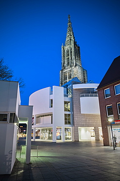 View of Ulm Cathedral and city hall by architect Richard Meier at night, Ulm, Swabian Alp, Baden-Wuerttemberg, Germany