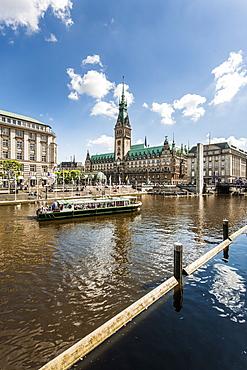 View over lake Binnenalster to Hamburg Rathaus, Hamburg, Germany
