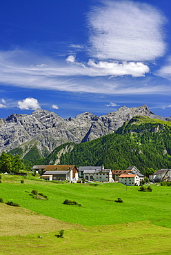 View to Bos-cha with Sesvenna Alps in background, Lower Engadin, Canton of Graubuenden, Switzerland