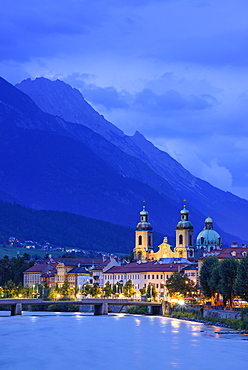 View over Inn river to Cathedral of St. James in the evening, Karwendel with mount Bettelwurf in background, Innsbruck, Tyrol, A