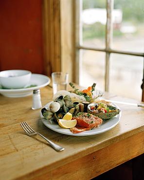 Kaimoana fish platter at Fleurs Place Restaurant, Moeraki, east coast, South Island, New Zealand
