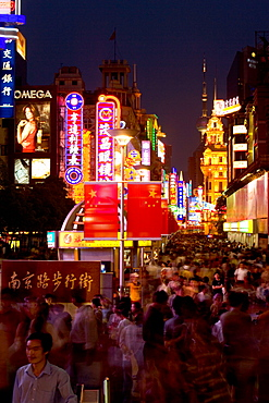 Shopping, Nanjing Road,Evening, Nanjing Road shopping, people, pedestrians, consumer, consume