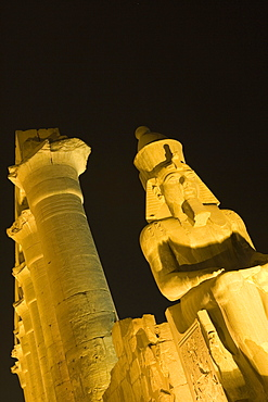 Luxor Temple bei Nacht, Luxor, Egypt