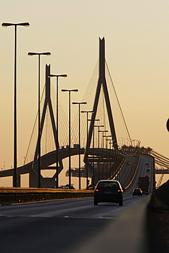 Koehlbrandbruecke, bridge crossing river Elbe, connects east and West of the harbour, Hamburg, Germany