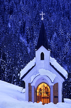 Snow covered illuminated chapell in evening mood, Alpendorf, St. Johann im Pongau, Salzburg, Austria