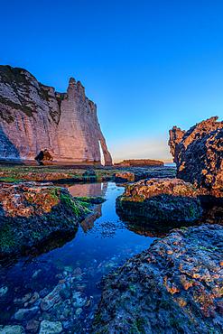 Porte d'Aval rock arch on the Alabaster Coast near Étretat, Normandy, France.