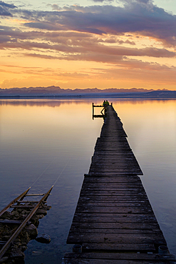 A couple enjoys the evening mood at Ammersee, Fünfseenland, Bavaria, Germany