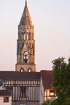 Saint Léonards Church in the evening with belfry, Saint-Léonard-de-Noblat, The Way of St. James, Chemins de Saint-Jacques, Via Lemovicensis, Dept. Haute-Vienne, Région Limousin, France, Europe