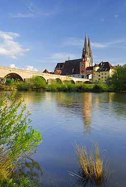 View to Old Town with Regensburg cathedral, Regensburg, Upper Palatinate, Bavaria, Germany
