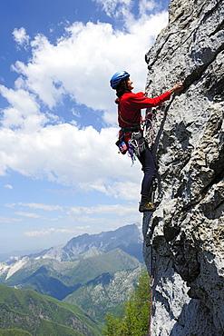 Woman climbing, climbing crag Falesia degli Uncini, Antona, Tuscany, Italy