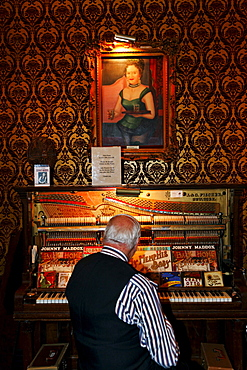 Piano Player at the Diamond Belle Saloon, Durango, La Plata County, Colorado, USA, North America, America