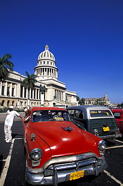 Old taxies in front of Capitolio Nacional at the old town, Havana, Cuba, Caribbean, America