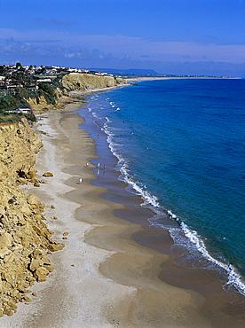 View at sandy beach and people, Playa de Fontanilla, Conil, Costa de la Luz, Cadiz Andalusien, Spanien, Andalusia, Spain, Europe