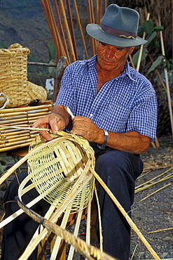 Basket maker, San Nicolas de Tolentino, Gran Canaria, Canary Islands, Spain
